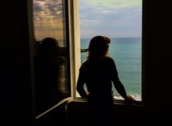 Petit_140924_mirant_finestra_148