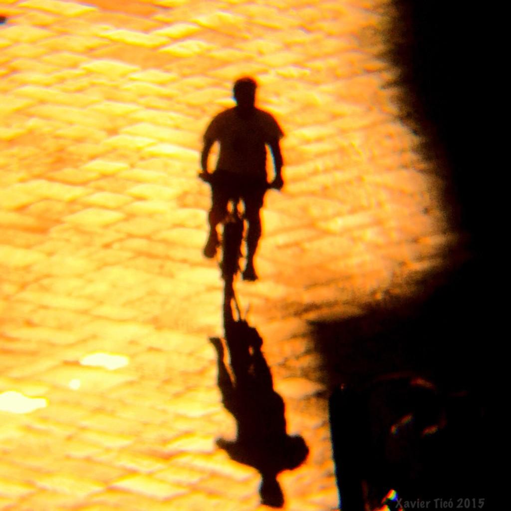 Ciclista posta de sol